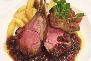信州食材と旬の食材を使用したフレンチコース料理をお楽しみいただけます。